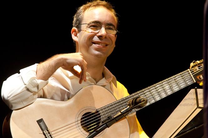 Análise de ensino: acompanhamento do choro no violão - Carlos Chaves