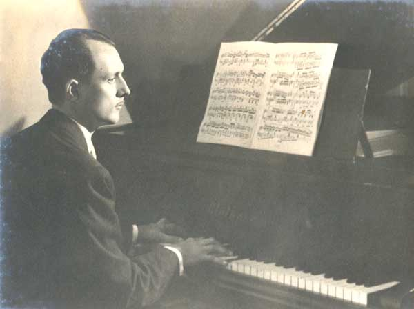 José Vieira Brandão e o Violão - Paulo Pedrassoli