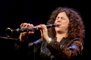 Clarinetista Anat Cohen disputa Grammy ao lado de violonistas brasileiros