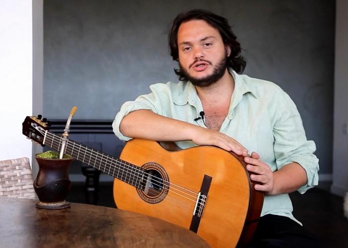 Capa do vídeo Yamandu Costa convida compositores para o Concurso Novas - Inscrições até 30 de agosto