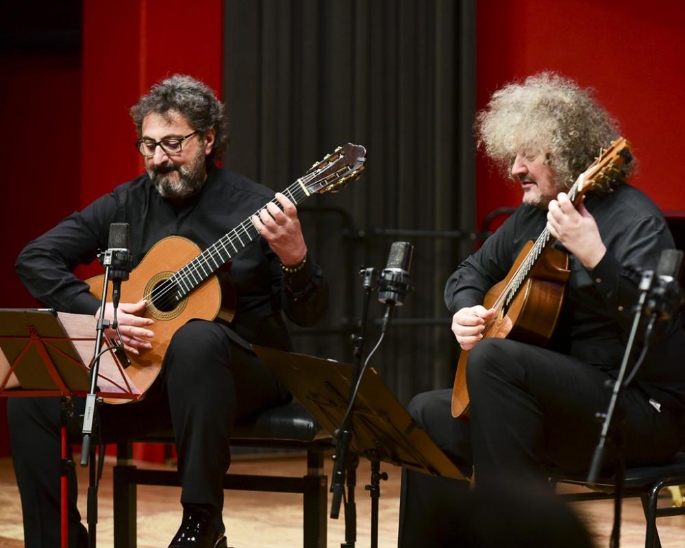 21h - Aniello Desiderio e Zoran Dukic apresentam