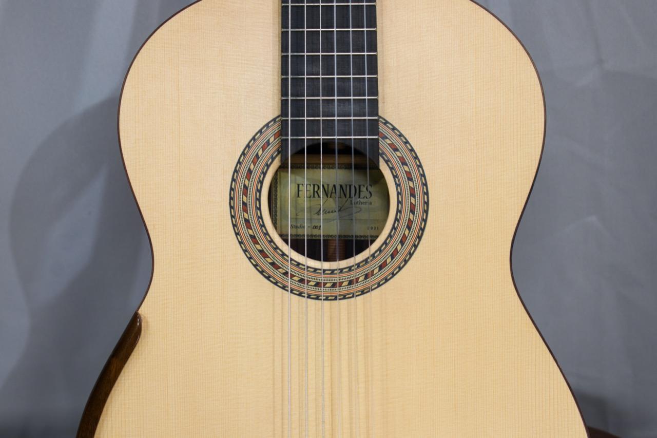 Na Série Diário de um Violão, Thiago Abdalla analisa novo modelo do luthier Cleyton Fernandes - Imagem Violão Cleyton Fernandes Modelo Studio