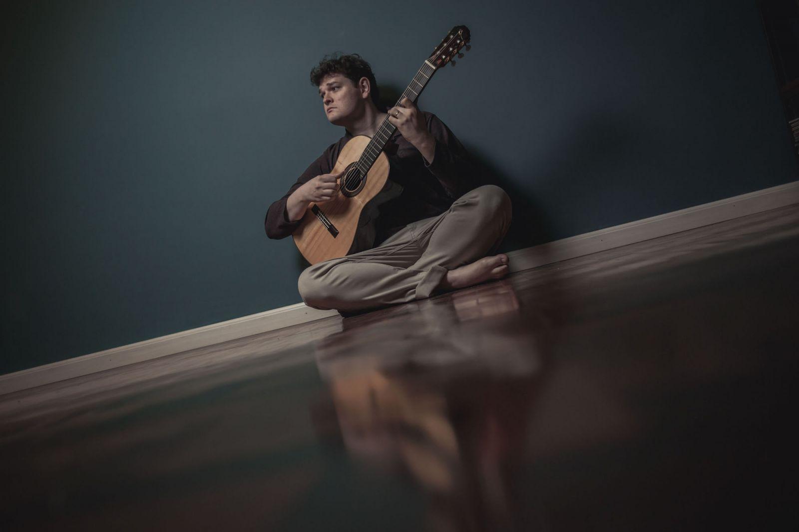 """Lucas Telles explica a criação de """"Lindeza"""", que integra o CD Novas 3 - Lucas Telles. Crédito: Alexandre Rezende"""