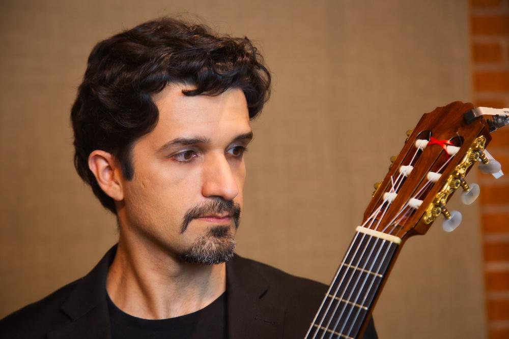 Duo Abdalla estreia a série Itinerários, com recitais online e masterclass de violão e flauta - Thiago Abdalla crédito Alan Siqueira
