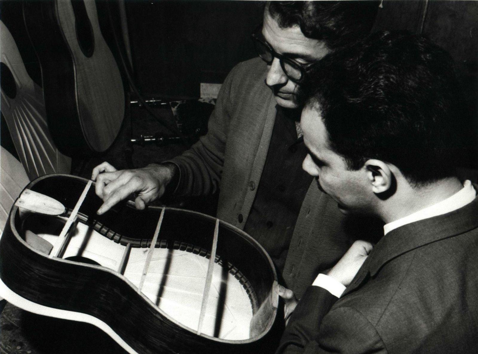 Pesquisador mostra raros programas de rádio, LPs e partituras lançados por fábricas de violão - Fábrica Giannini