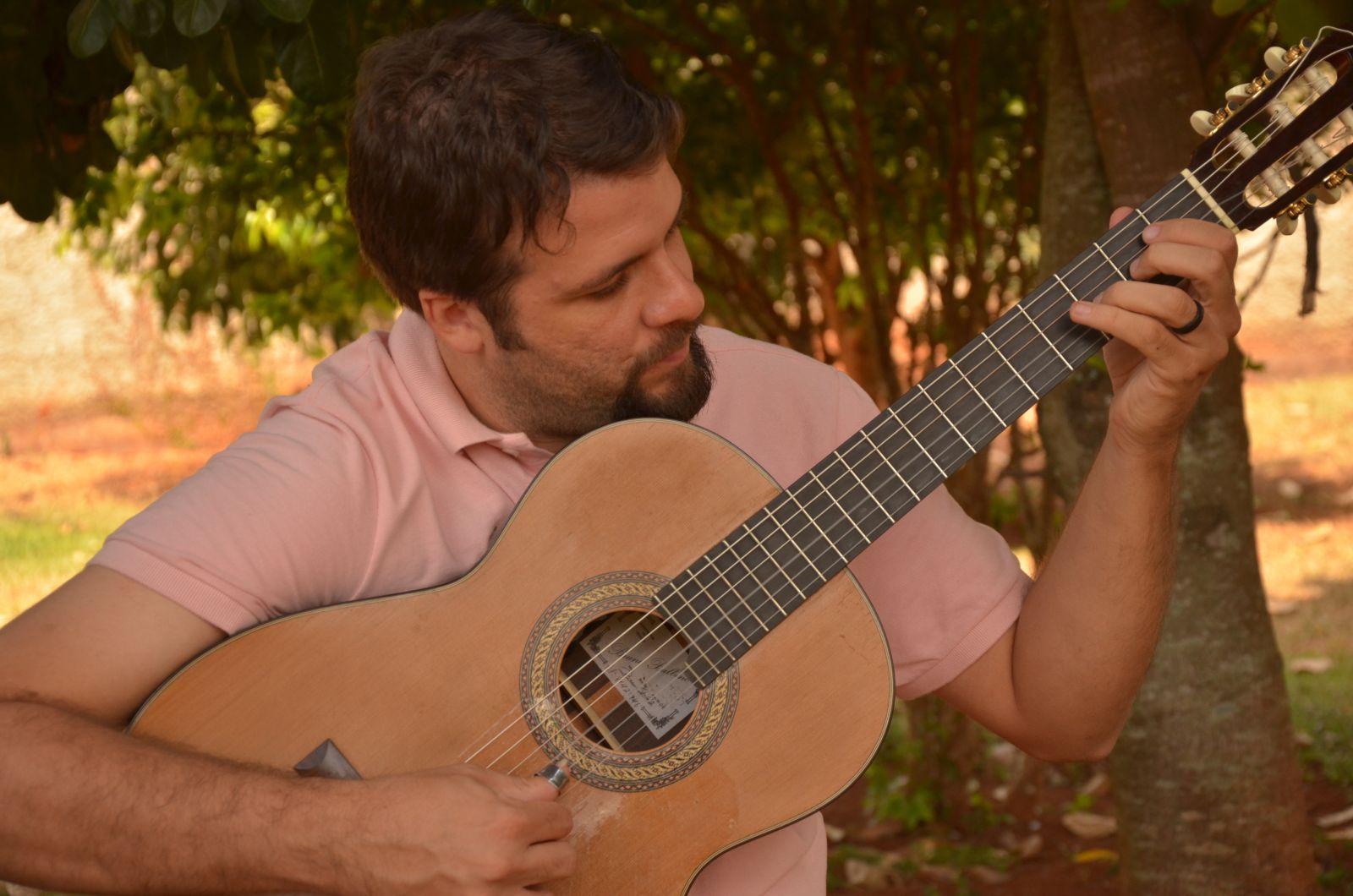 Importância do violão no choro é tema de seminário virtual nesta segunda (12/07) - foto Lucas de Campos