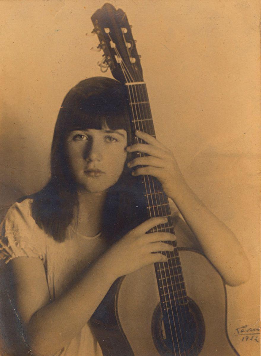Violonista Monina Tavora tem gravações e fotos raras descobertas em seu centenário - (Foto Monina Tavora aos 11 anos - Arquivo particular Ricardo Dias)