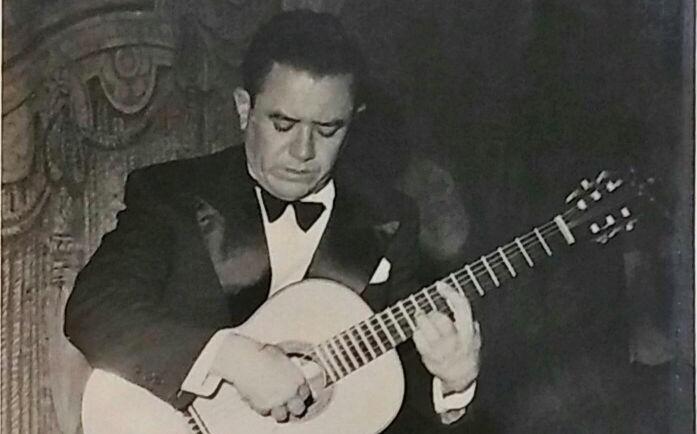 Acervo disponibiliza artigo sobre vida e obra do violonista e compositor Amaro Siqueira - Amaro Siqueira no Teatro Amazonas