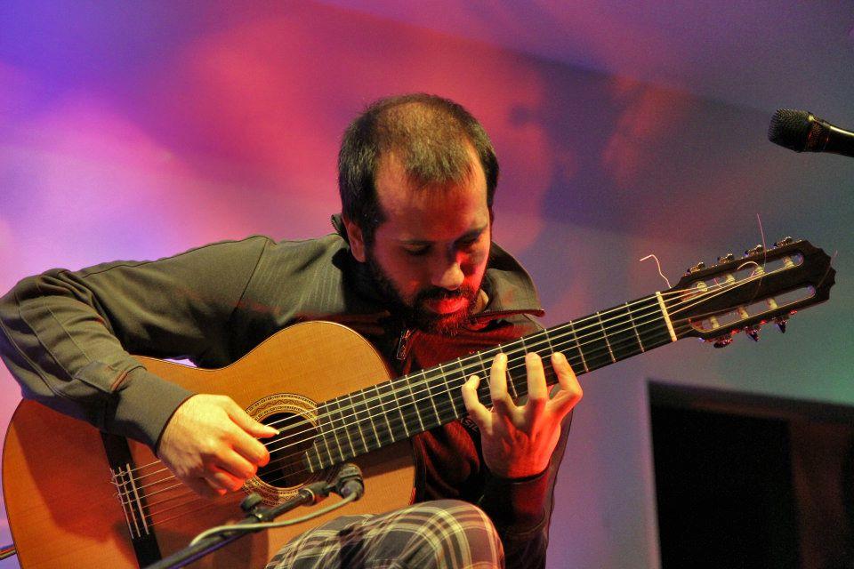 """Daniel Marques faz híbrido de violão e contrabaixo na música """"Palavra Cruzada"""", que integra o CD Novas 3. Baixe a partitura - Daniel Marques"""