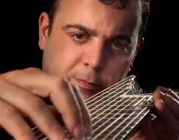 Paulo Martelli apresenta repertório de Bach para violão de 11 cordas