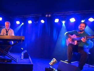 Capa do vídeo Rogério Caetano e Cristóvão Bastos - Acreditei nos Beijos Dela (Paulinho da Viola/Cristóvão Bastos)